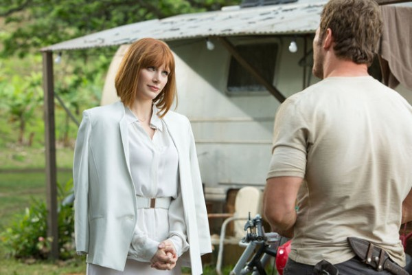 jurassic-world-bryce-dallas-howard-chris-pratt-600x400